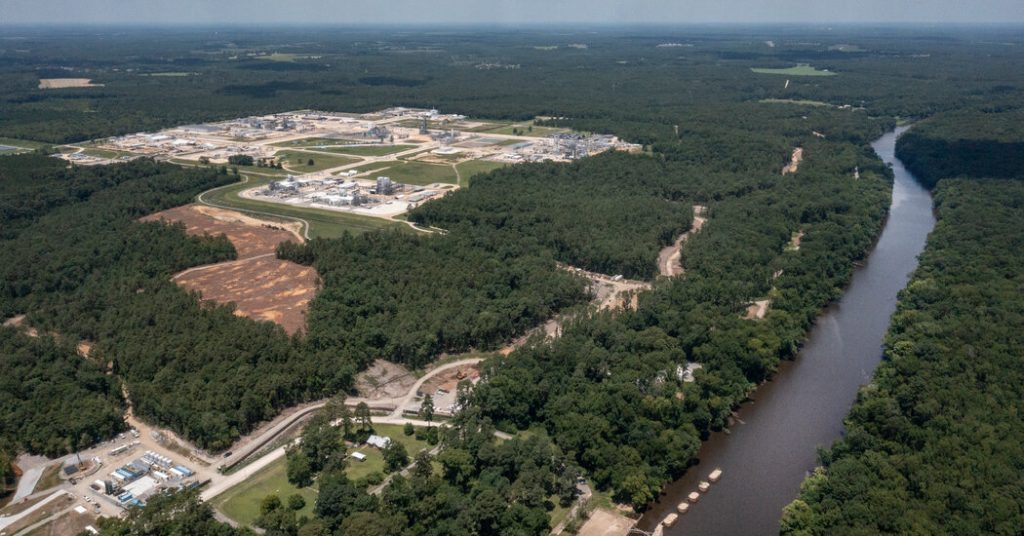 How Chemours and DuPont Avoid Paying for PFAS Pollution